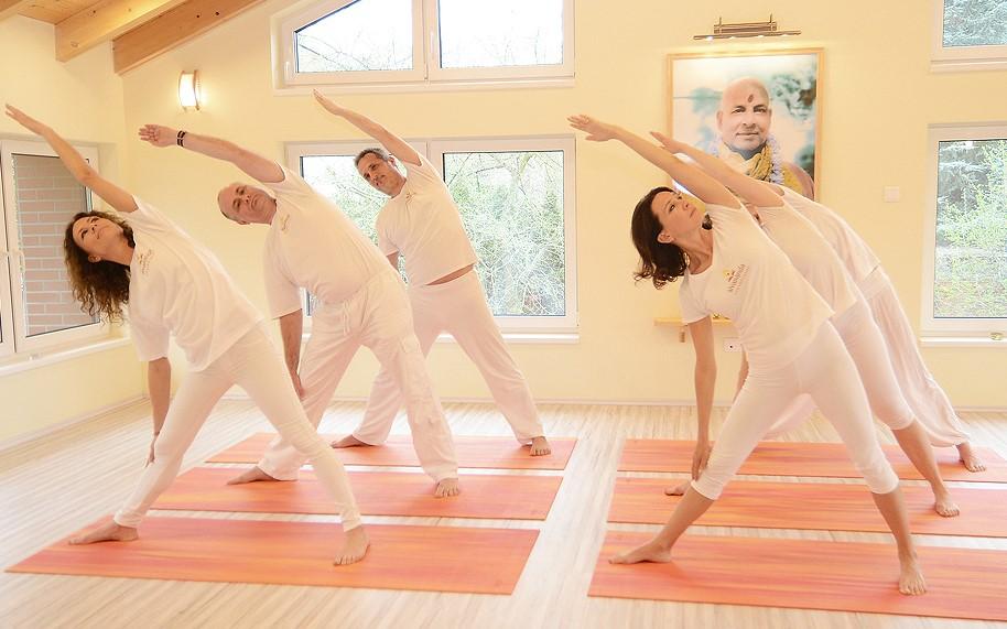 Gyakorló jógaóra ájurvédikus