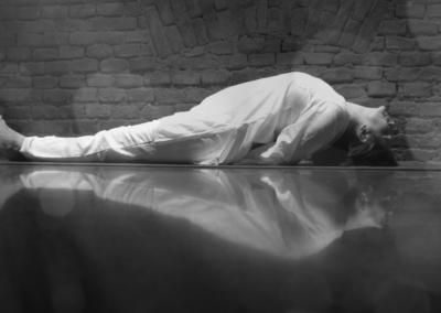 Gyakorló jógaóra CSAKRAHARMONIZÁLÓ