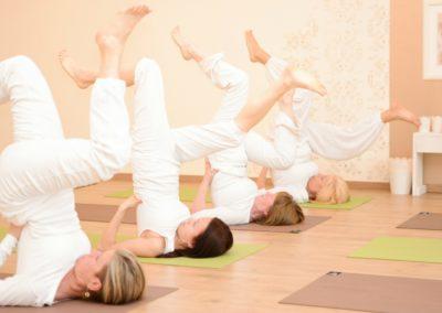 Gyakorló jógaóra HATHA FLOW