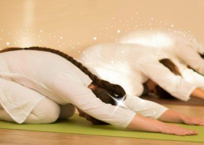 Gyakorló jógaóra GERINCTERÁPIÁS